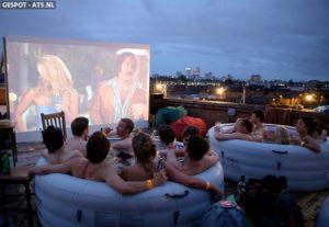 Filmpje kijken vanuit een 'hot-tub'!